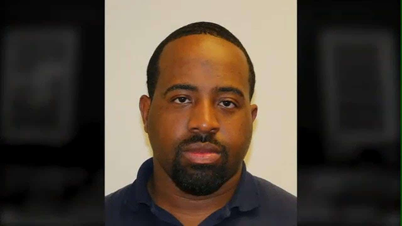 Long Island Postal Carrier Charged With Stealing Credit Cards